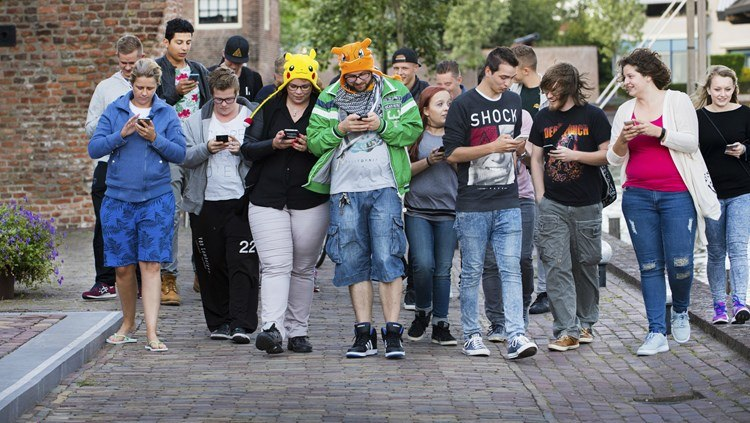 Fans de Pokemon Go déguisés sasha piccachu